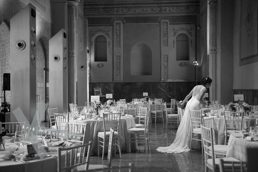 The Bride walking arround the tables. Hotel Palacio de Santa Paula, Weddings, Granada, Spain.
