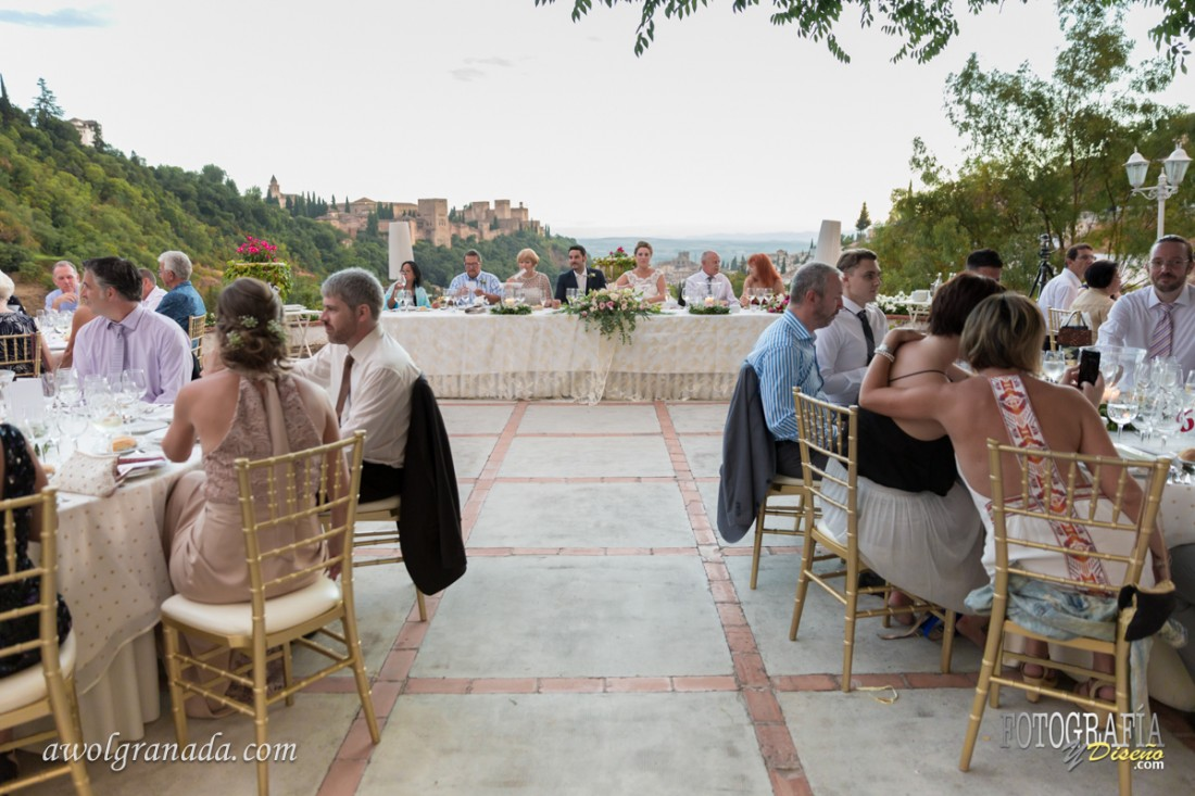 Guests enjoying dinner overlooking the Alhambra