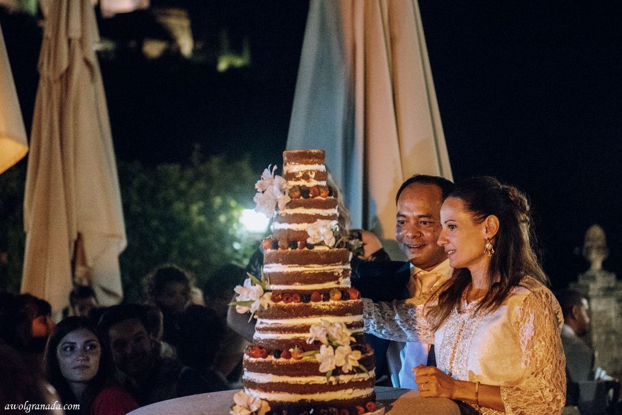 AWOL Granada, Wedding Planner, Spain - Cutting of the cake