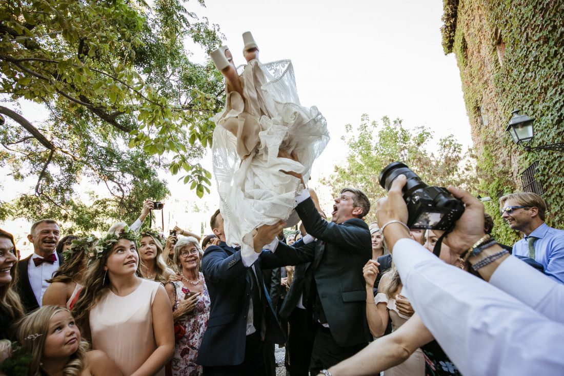 Bride up in the air ! AWOL - Wedding Planner, Granada, Spain