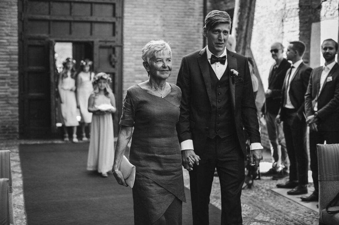 Grooms Entrance - Awol Granada Wedding Planner