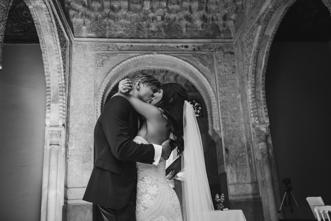 Sealed with a kiss - Awol Granada Wedding Planner Spain