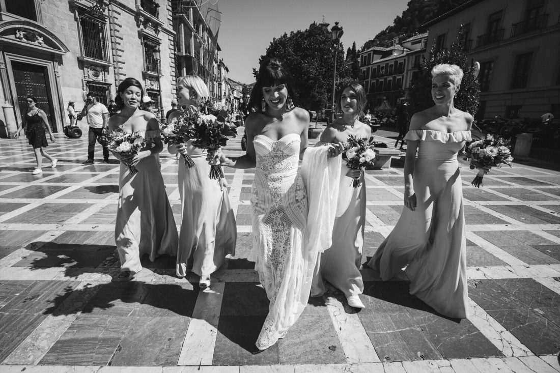 Bride and Bridesmaids on their way to the wedding! AWOL - Wedding Planner, Granada, Spain