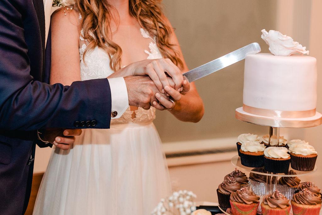 Cake cutting Lussocake - AWOL Granada Wedding Planner Spain